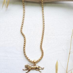 שרשרת זהב עם תליון אריה בעיצובה של שלי דהרי