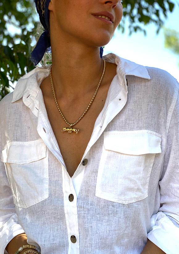 שרשרת זהב עם תליון טיגריס בעיצובה של שלי דהרי