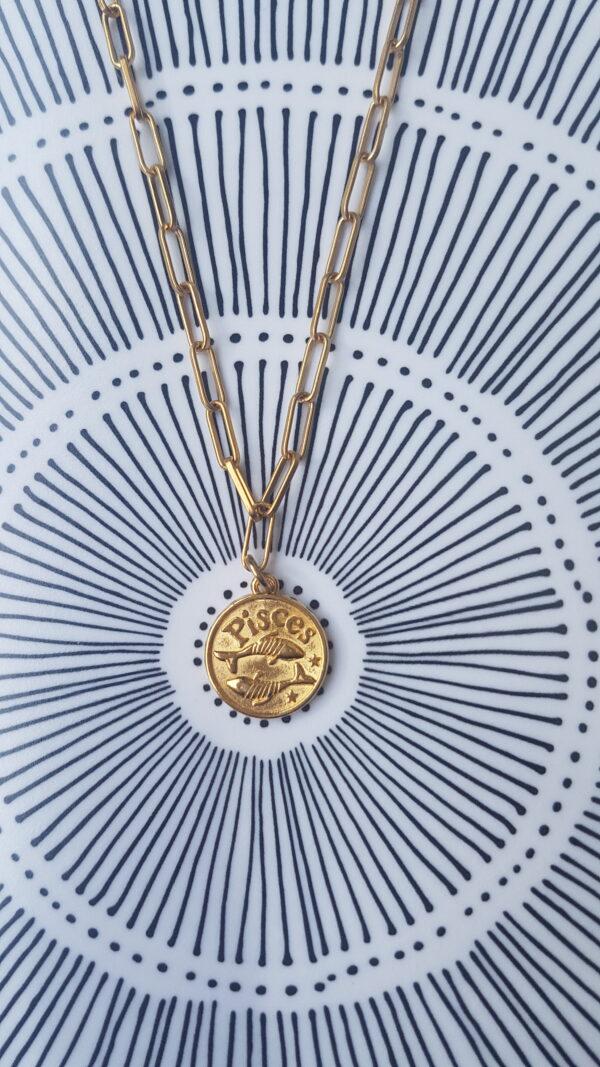גרין קווין | חנות מתנות לאישה: שרשרת מיסטיקל: מזל דגים - זהב, בעיצוב שלי דהרי