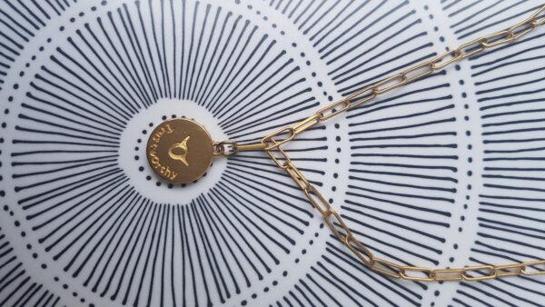 גרין קווין | חנות מתנות לאישה: שרשרת מיסטיקל: מזל שור- זהב, בעיצוב שלי דהרי