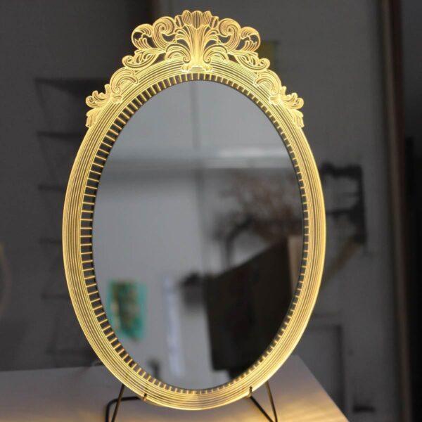 מראה מוארת ומעוצבת של סטודיו צ'חה ב גרין רווין חנות עיצוב