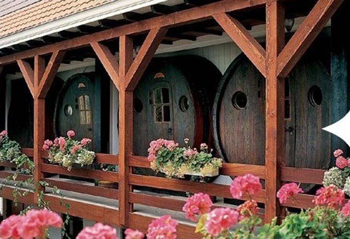 holland wine hotel, מלון בחבית יין